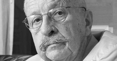 Author Gene Wolfe, 1931-2019